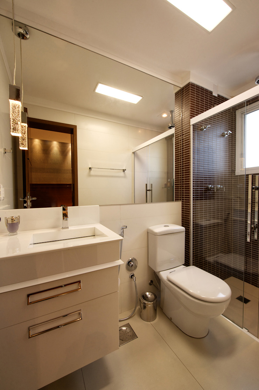 Banheiro Suíte Banheiros modernos por Régua Arquitetura Moderno