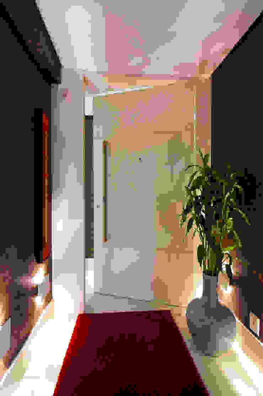 Hall Privativo e Personalizado Corredores, halls e escadas modernos por Régua Arquitetura Moderno