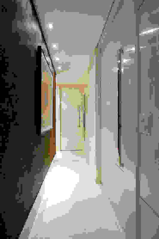 Circulação Íntima Corredores, halls e escadas modernos por Régua Arquitetura Moderno
