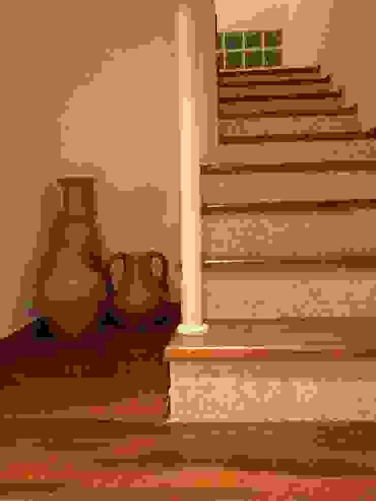 Escada Corredores, halls e escadas rústicos por Leben Arquitetura Rústico