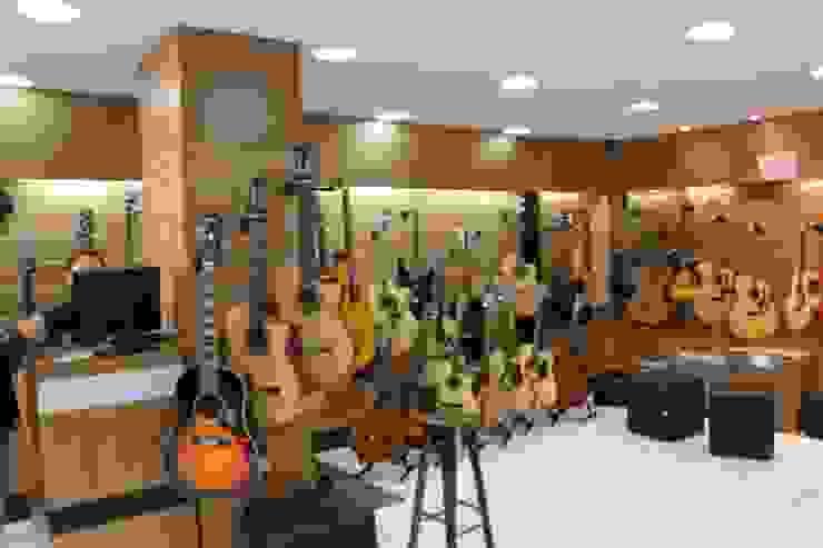Reference Music Center Lojas & Imóveis comerciais modernos por Leben Arquitetura Moderno