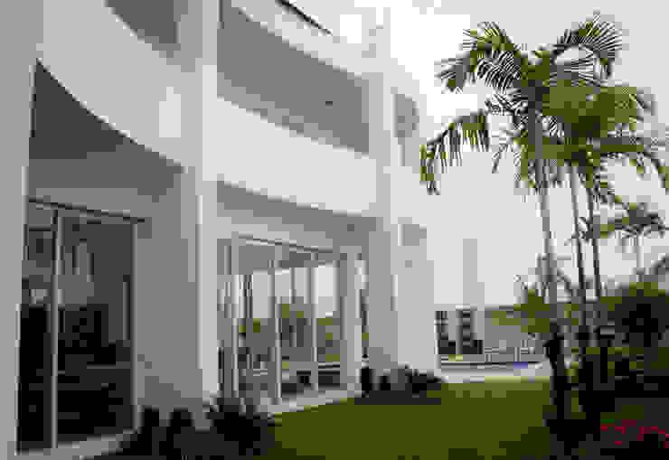 Casas  por Andrea F. Bidóia Arquiteta, Moderno