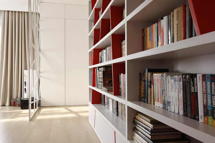 Apartament wielbicielki czerwieni Nowoczesny korytarz, przedpokój i schody od I Home Studio Barbara Godawska Nowoczesny