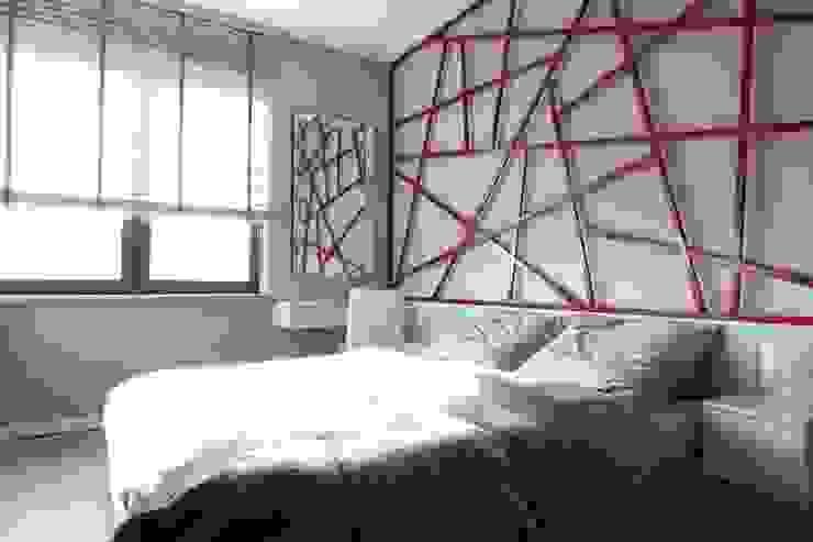 Apartament wielbicielki czerwieni Nowoczesna sypialnia od I Home Studio Barbara Godawska Nowoczesny