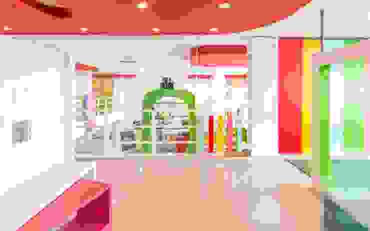 LOCAL DE JUEGO PARA NIÑOS / KIDSLANDIA Salones de eventos de estilo moderno de CELOIRA CALDERON ARQUITECTOS Moderno