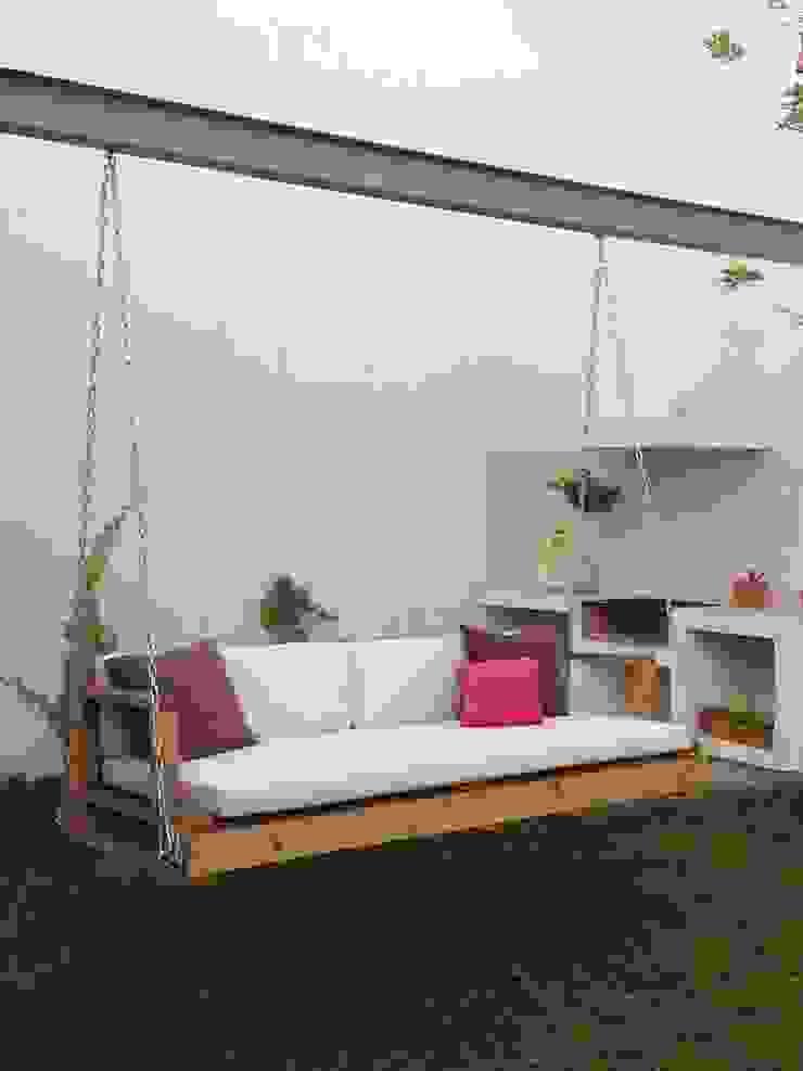 Columpio de madera para exterior:  de estilo industrial por Isabel Landa, Industrial Madera Acabado en madera