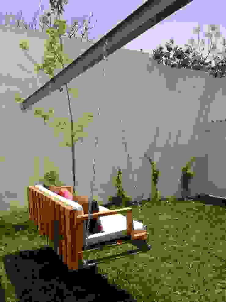 Muebles para exterior:  de estilo industrial por Isabel Landa, Industrial Madera Acabado en madera