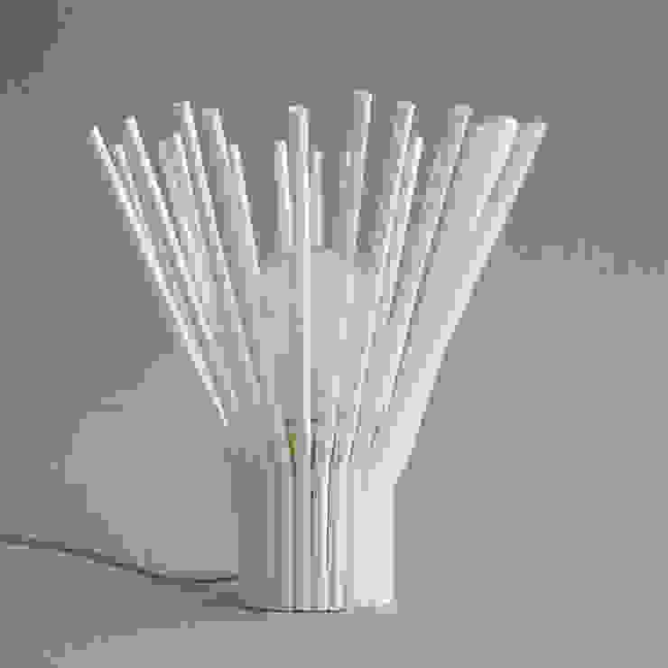 STRAW – Table Lamp: abode Co., Ltd.が手掛けたミニマリストです。,ミニマル