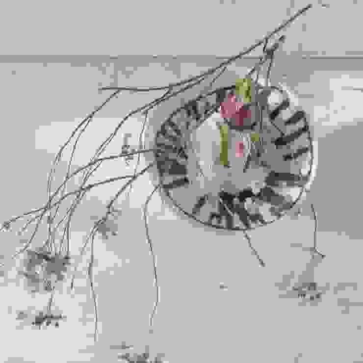 Flower Vase: Ricca OKANOが手掛けた現代のです。,モダン 磁器