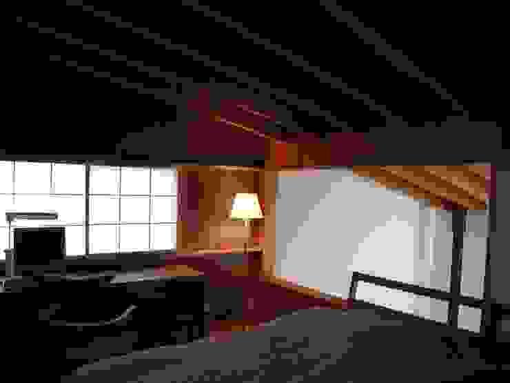 Спальня в эклектичном стиле от 早田雄次郎建築設計事務所/Yujiro Hayata Architect & Associates Эклектичный