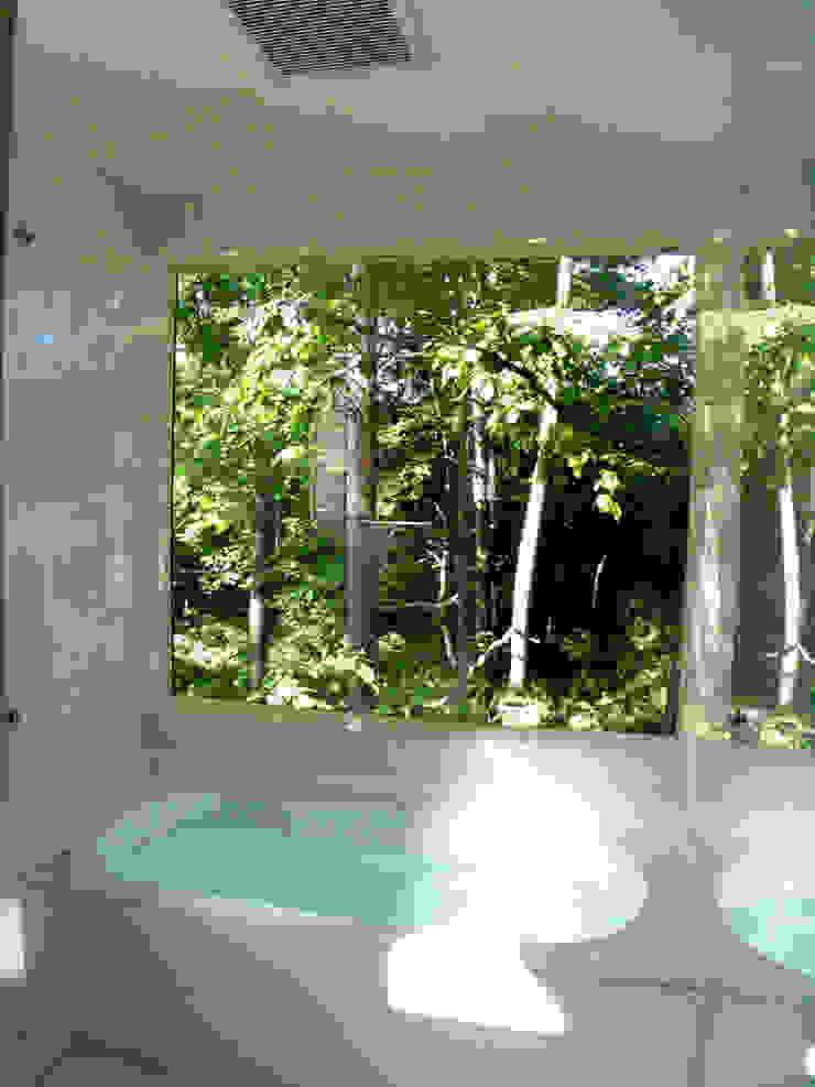 Ванная комната в эклектичном стиле от 早田雄次郎建築設計事務所/Yujiro Hayata Architect & Associates Эклектичный