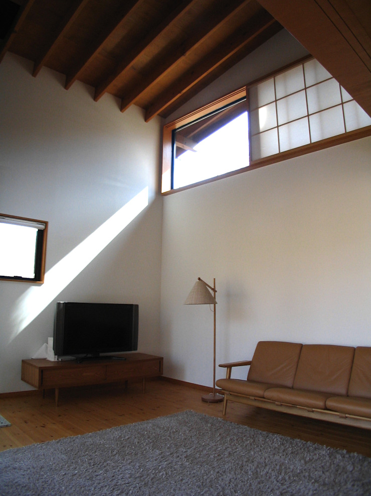 Гостиные в эклектичном стиле от 早田雄次郎建築設計事務所/Yujiro Hayata Architect & Associates Эклектичный