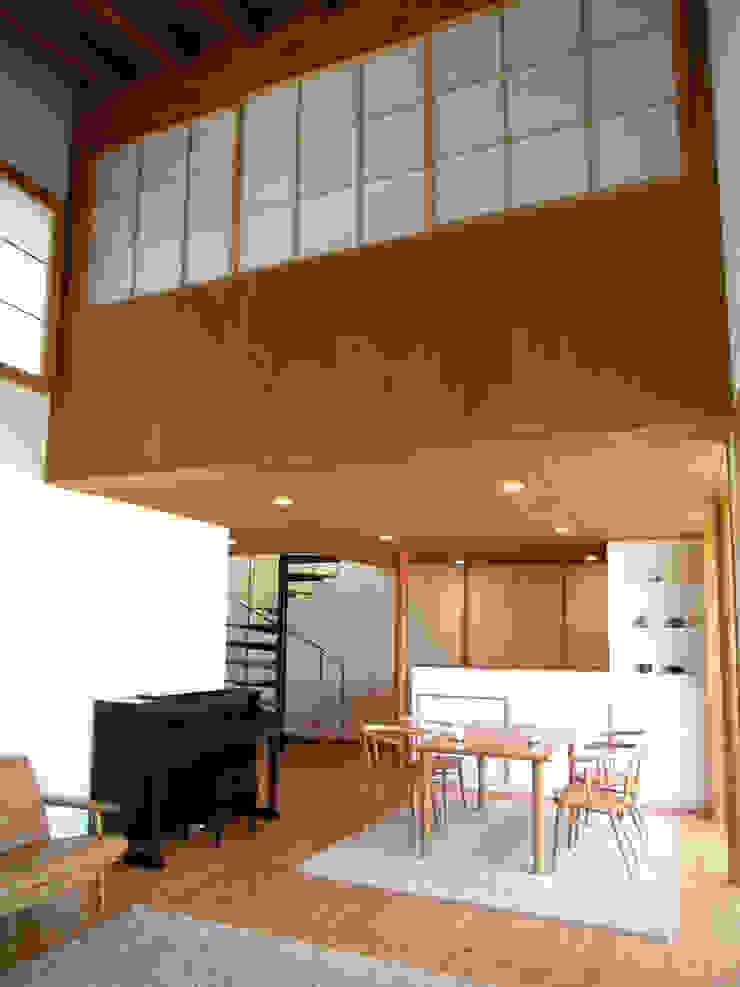 居間から食堂・キッチンを見る オリジナルデザインの ダイニング の 早田雄次郎建築設計事務所/Yujiro Hayata Architect & Associates オリジナル