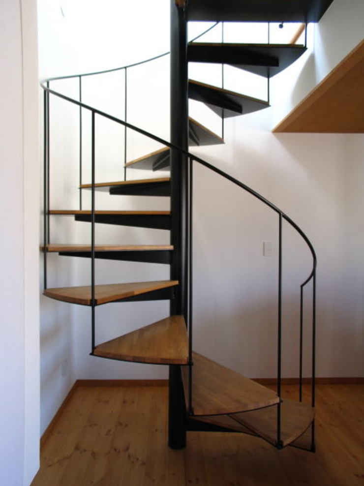 螺旋階段 オリジナルスタイルの 玄関&廊下&階段 の 早田雄次郎建築設計事務所/Yujiro Hayata Architect & Associates オリジナル