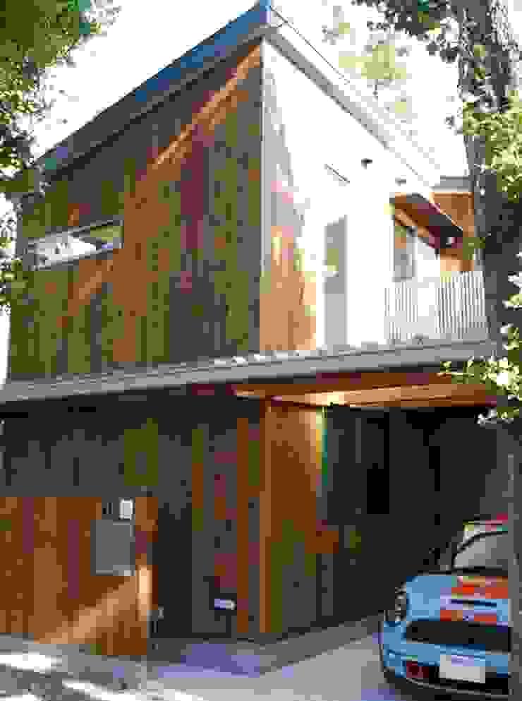 木製外壁パネルの外観 ミニマルな 家 の 奥村召司+空間設計社 ミニマル
