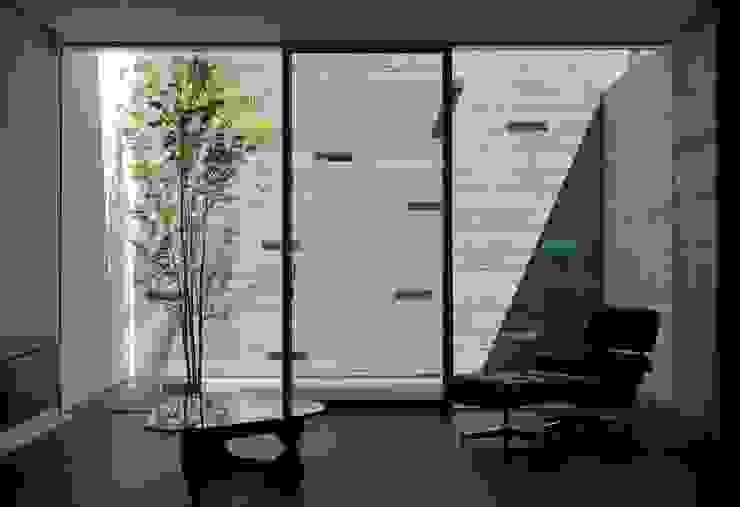 YAMANOUCHI House モダンデザインの リビング の 澤村昌彦建築設計事務所 モダン