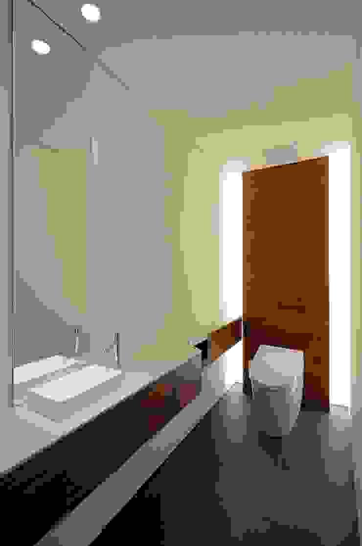 YAMANOUCHI House モダンスタイルの お風呂 の 澤村昌彦建築設計事務所 モダン