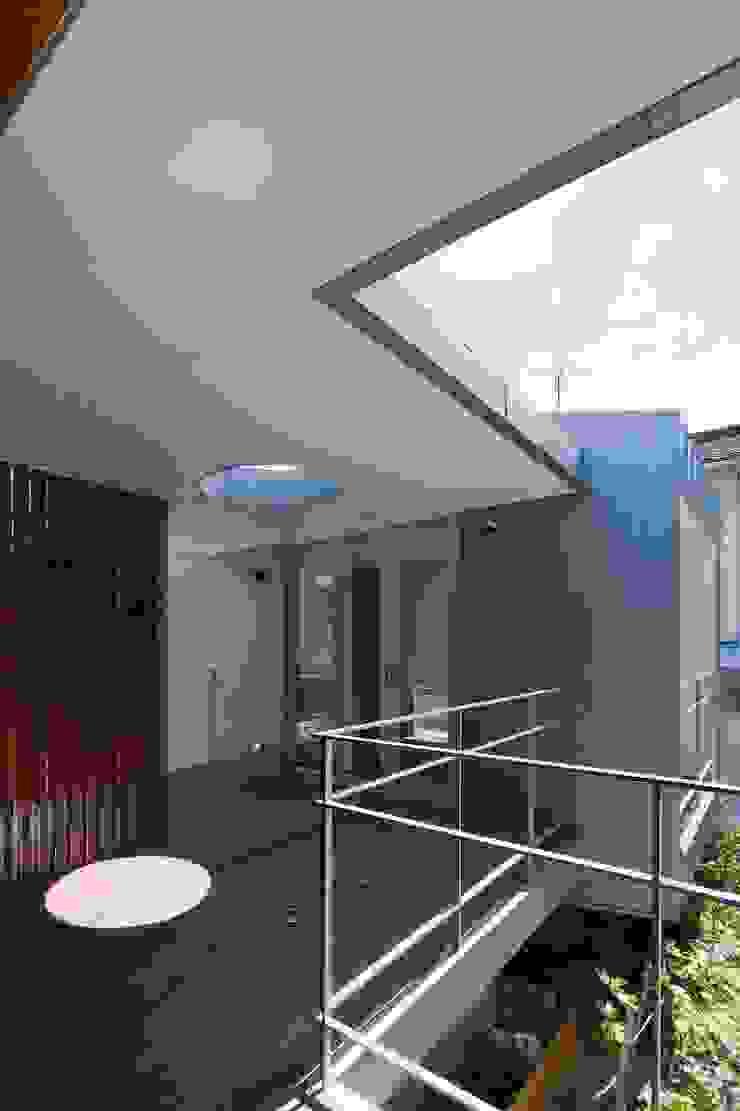 Балконы и веранды в эклектичном стиле от 澤村昌彦建築設計事務所 Эклектичный