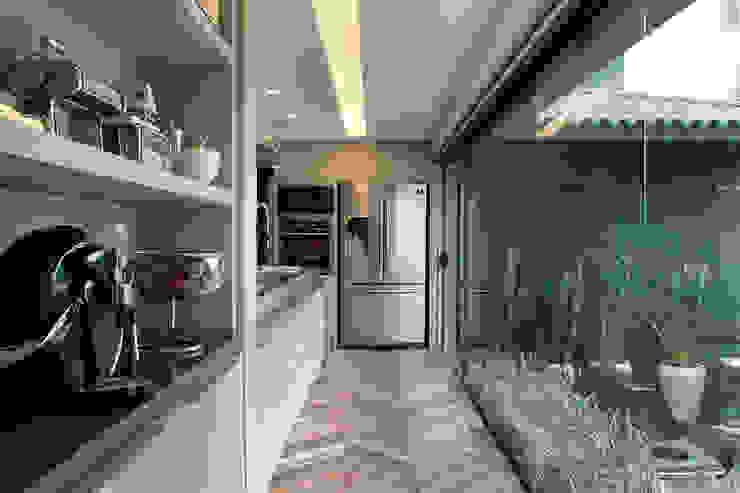 Modern kitchen by Sandro Jasnievez Arquitetura Modern