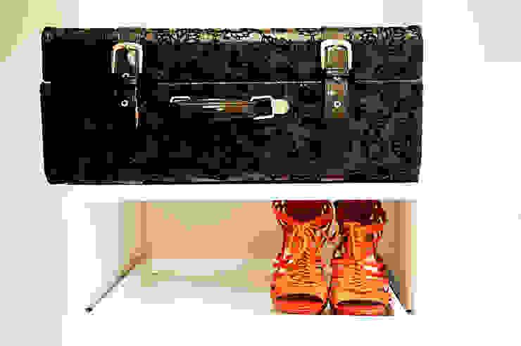 Walk In Closet Vestidores de estilo moderno de Redesign Studio Moderno Madera Acabado en madera