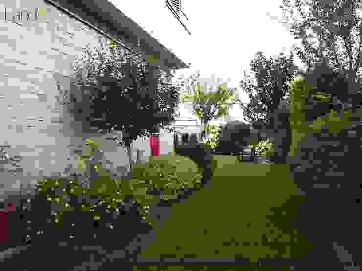 Jardines de estilo moderno de LandAR Projects Sp. z o.o. Moderno