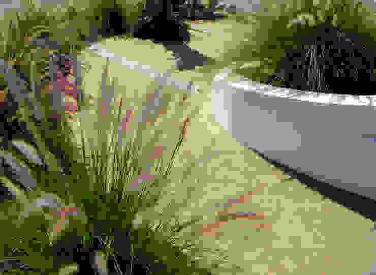 Banco ondulado com vista ao campo Jardins ecléticos por Atelier Jardins do Sul Eclético