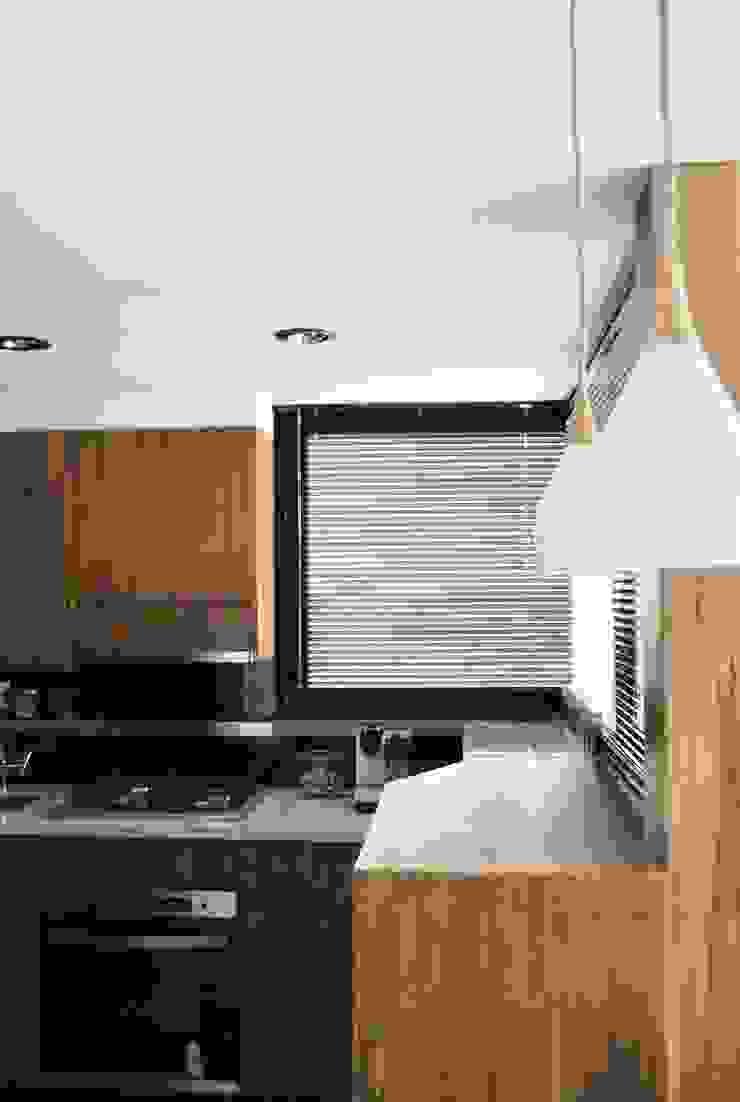 Depto DLH Cocinas modernas: Ideas, imágenes y decoración de T + T Arquitectos Moderno