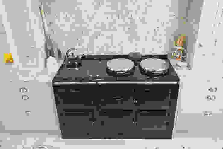 Traditional Kitchen Sculleries of Stockbridge KitchenCabinets & shelves