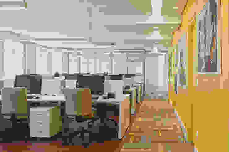 Salão funcionários Espaços comerciais modernos por Orizam Arquitetura + Design Moderno MDF