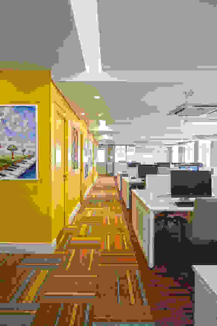 Salão funcionários Espaços comerciais modernos por Orizam Arquitetura + Design Moderno