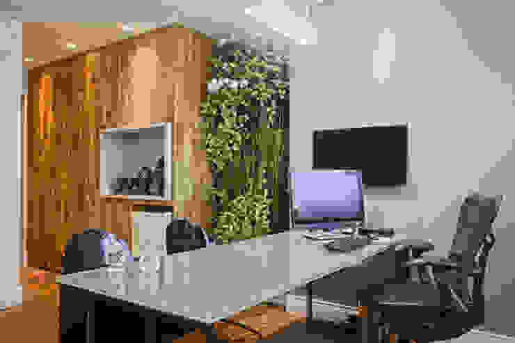 Sala do diretor Espaços comerciais modernos por Orizam Arquitetura + Design Moderno MDF