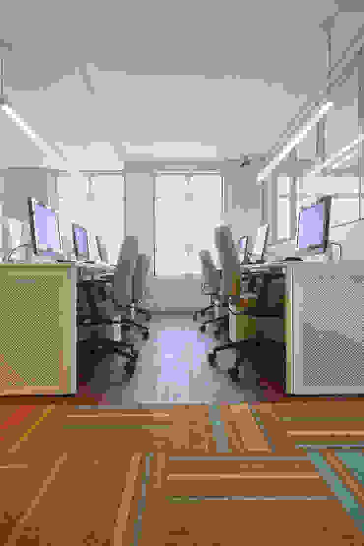 Salão dos funcionários Espaços comerciais modernos por Orizam Arquitetura + Design Moderno