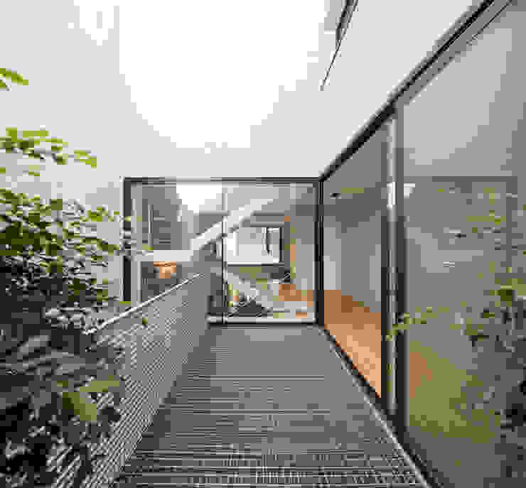 XVA-SH32 Balcones y terrazas de estilo moderno de Andres Flajszer Photography Moderno
