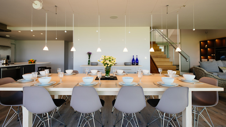 Dining table Modern dining room by Perfect Stays Modern