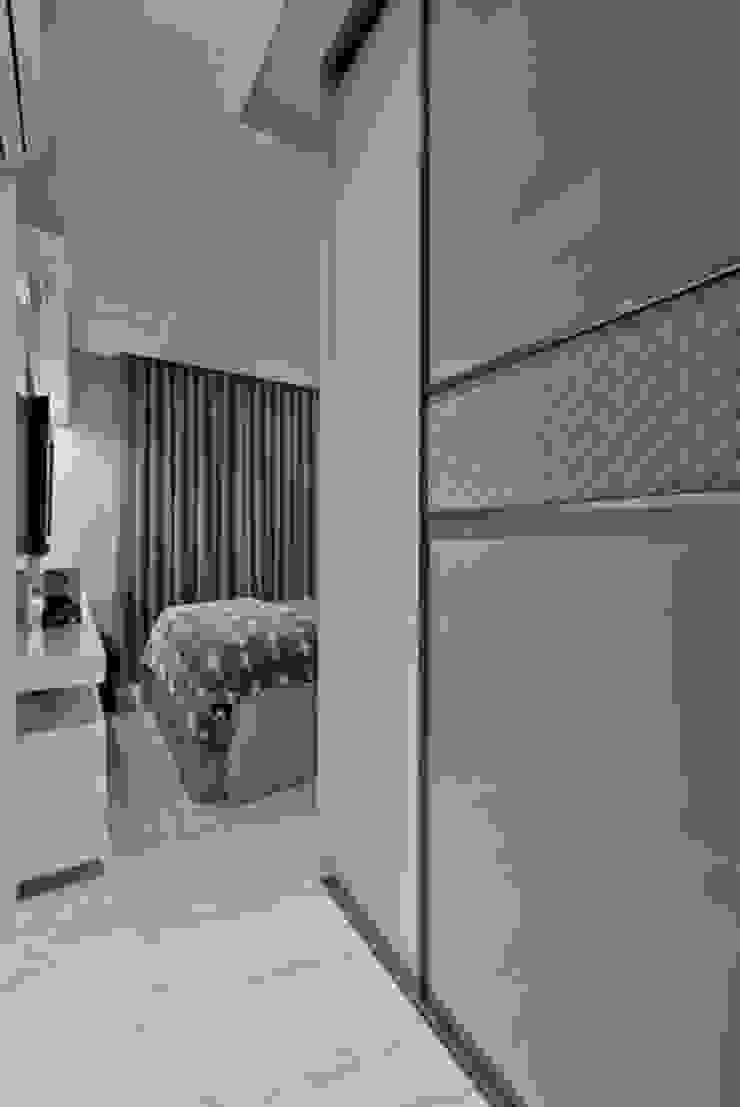 Ap Casal Jovem Quartos modernos por Fabi Yoneoka Interior Design Moderno