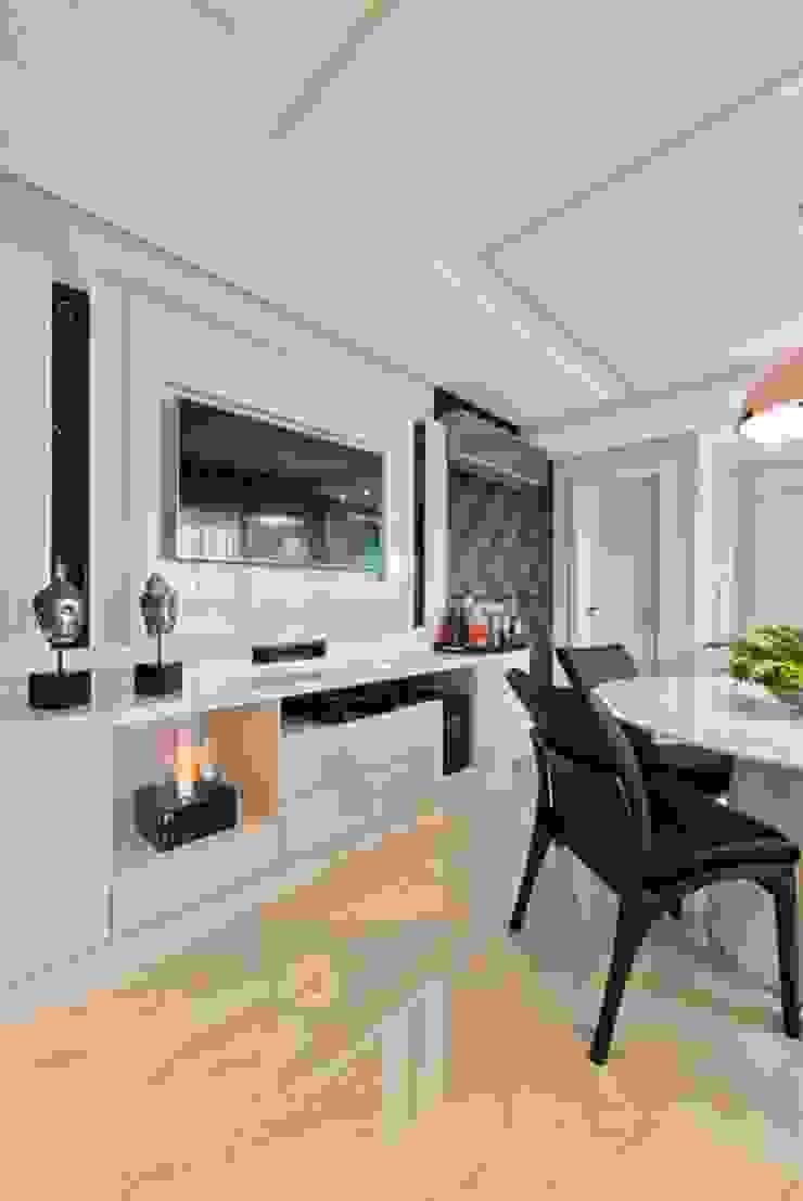 Ap Casal Jovem Salas de jantar modernas por Fabi Yoneoka Interior Design Moderno