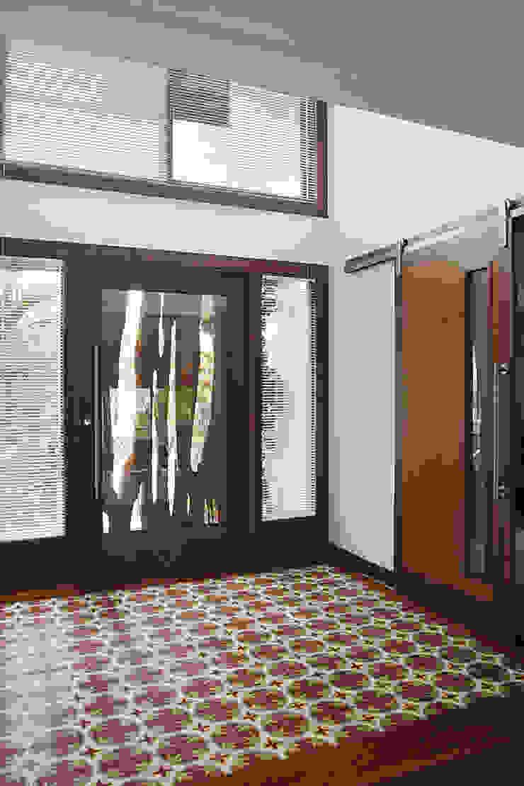 RESIDÊNCIA AP Corredores, halls e escadas campestres por a4 arquitetos Campestre