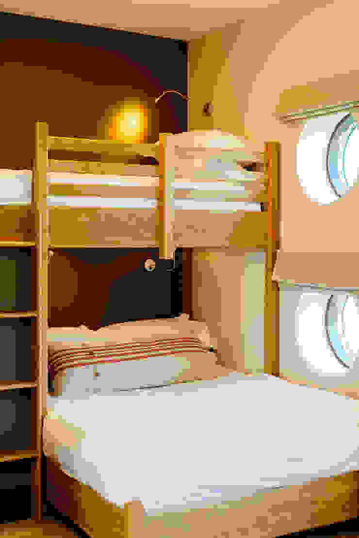 The den Perfect Stays Dormitorios infantiles de estilo moderno