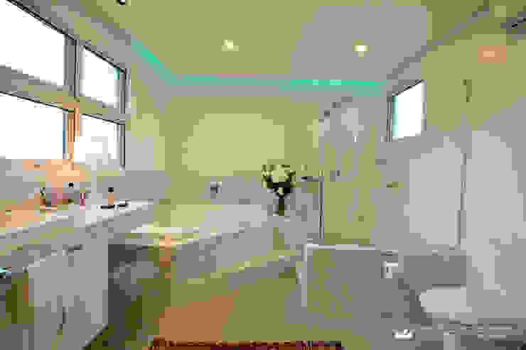 Baños de estilo  por Tania Bertolucci  de Souza  |  Arquitetos Associados