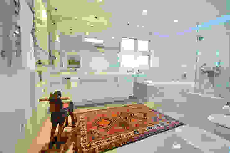 Baños de estilo moderno de Tania Bertolucci de Souza | Arquitetos Associados Moderno