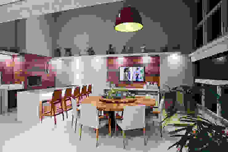 Varanda pé-direito duplo Varandas, alpendres e terraços campestres por Orizam Arquitetura + Design Campestre MDF