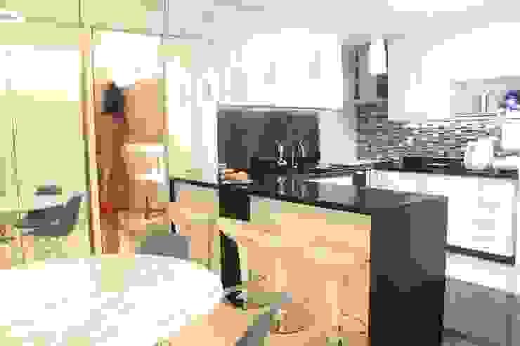 StudioM4 Arquitetura KitchenBench tops