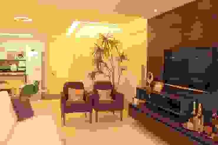 StudioM4 Arquitetura Living roomTV stands & cabinets