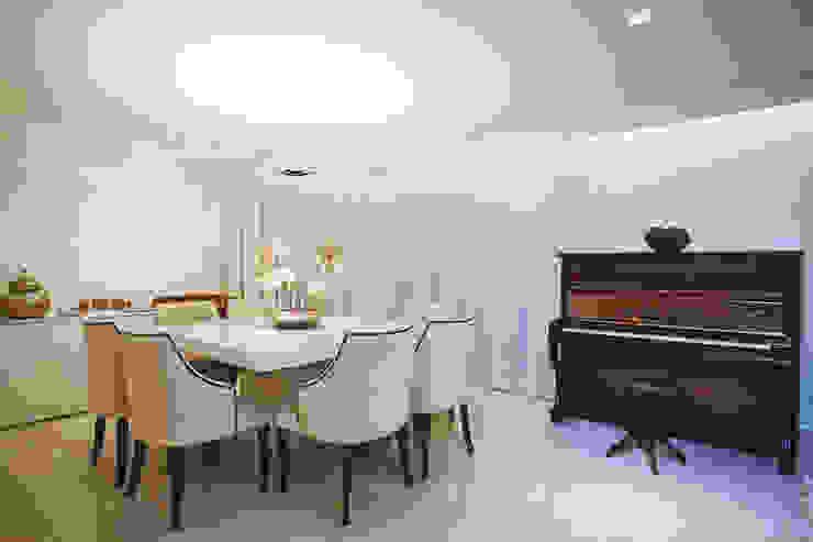Sala de jantar Salas de jantar clássicas por Orizam Arquitetura + Design Clássico
