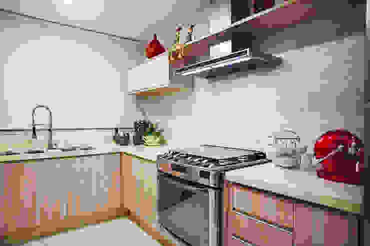APARTAMENTO PARK HOUSE FLAMBOYANT Cozinhas ecléticas por Orizam Arquitetura + Design Eclético