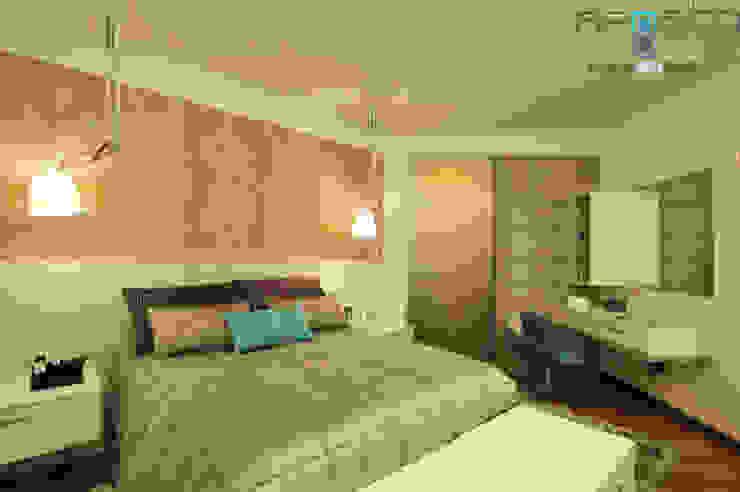 Modern style bedroom by Renato Souza Arquitetura Modern