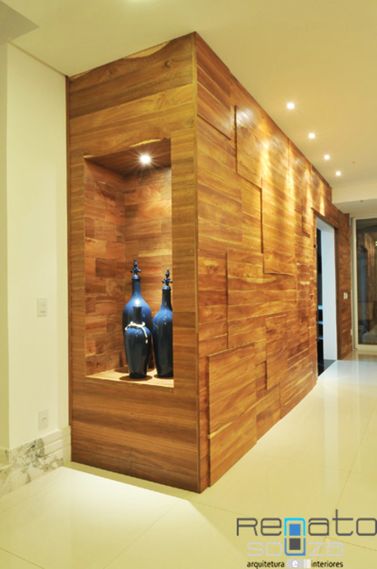 Modern Corridor, Hallway and Staircase by Renato Souza Arquitetura Modern