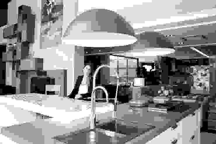 FOTO DE CAPA Cozinhas modernas por Fernanda Gianotto Arquitetura e Interiores Moderno