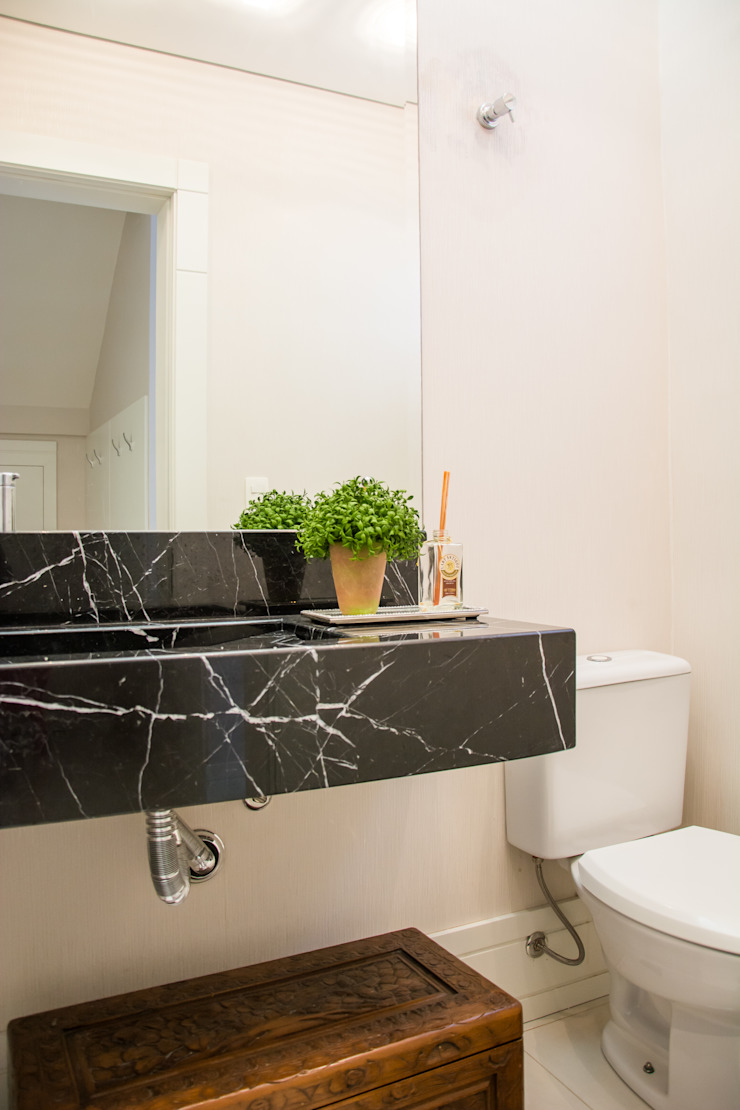 Residencial da Colina Banheiros clássicos por Carla Almeida Arquitetura Clássico