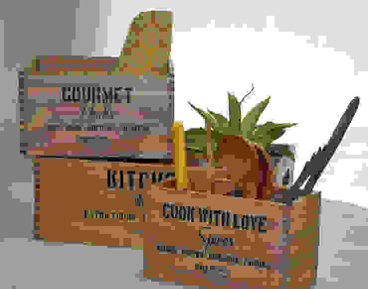 Caja de madera Kitchen patinada:  de estilo industrial por Zinniadeco,Industrial Madera Acabado en madera